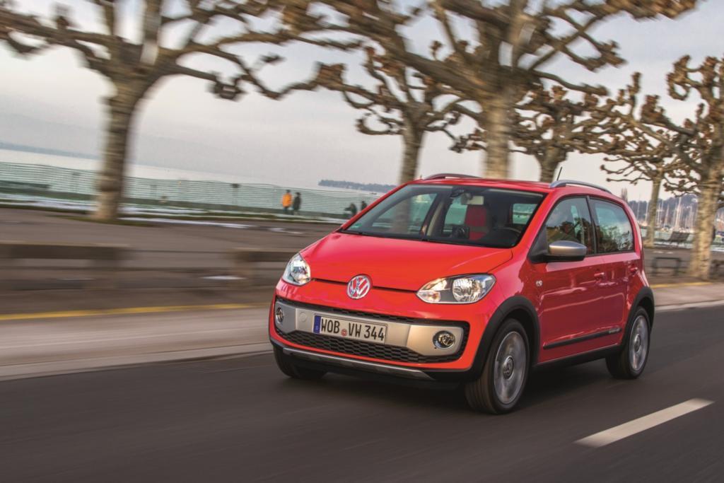 Test VW Cross Up - Mit Vollgas durch die Pfütze