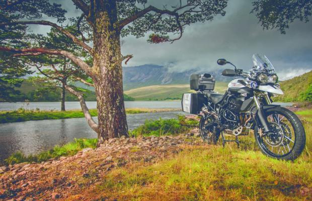 Triumph kooperiert mit Edelweiss Bike Travel