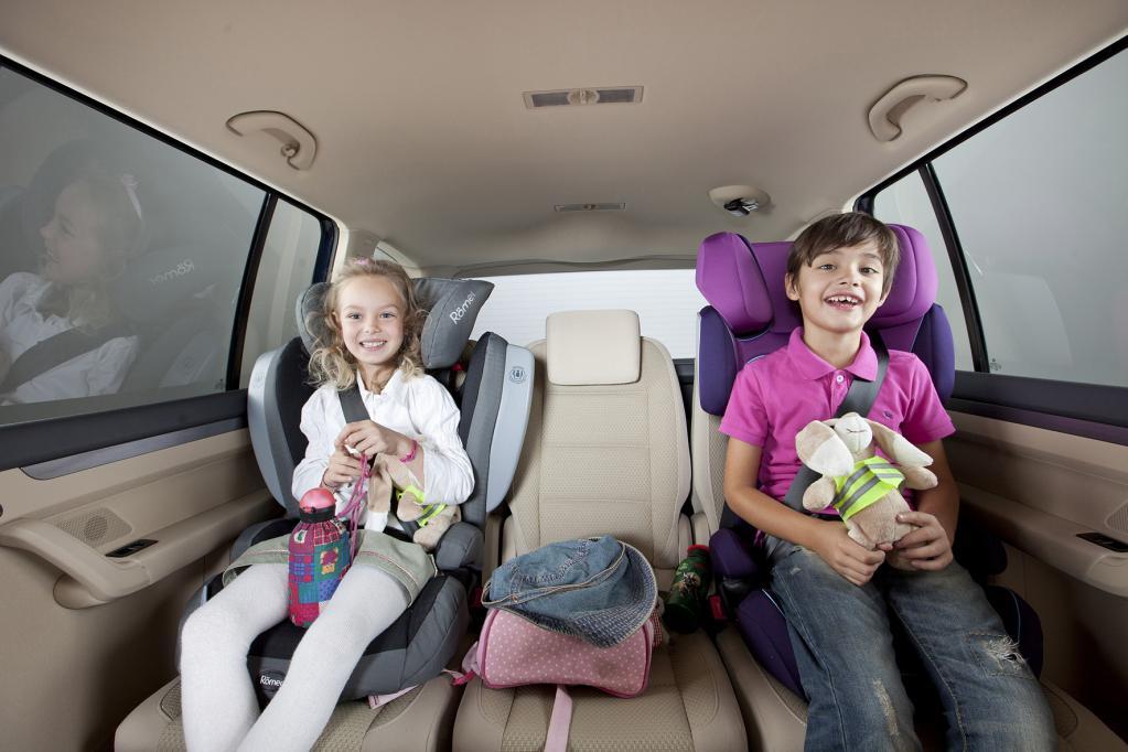 Urlaub: Kinder im Auto korrekt gesichert