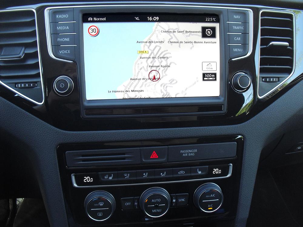 VW Golf Sportsvan: Blick auf den mittleren Armaturenträger
