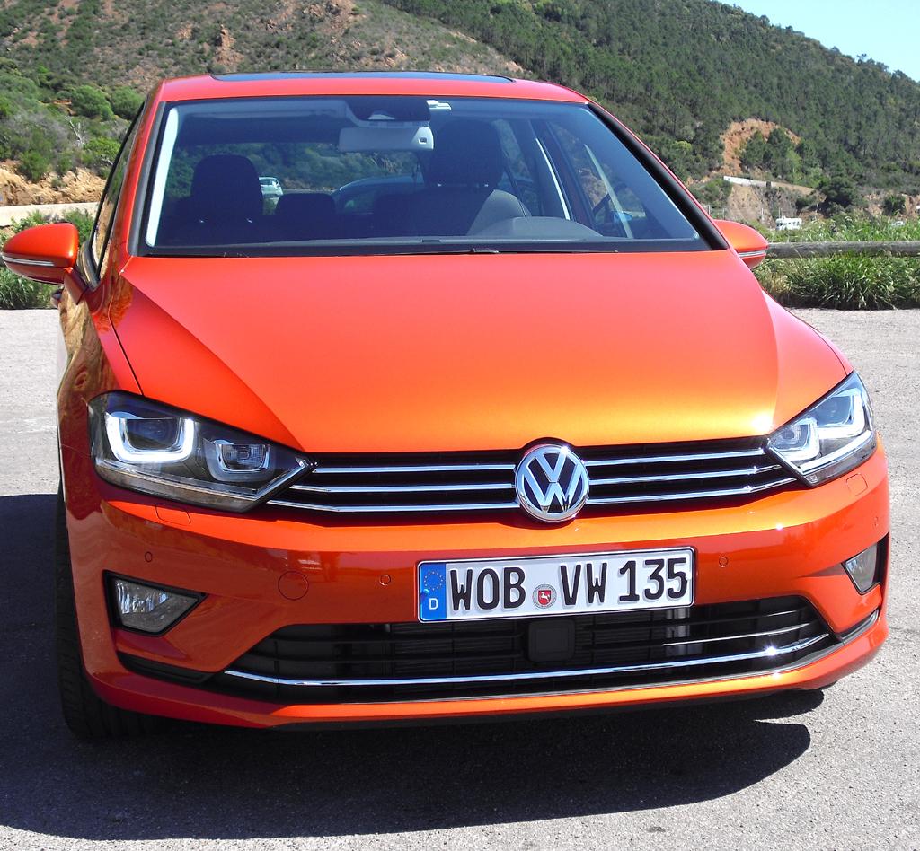 VW Golf Sportsvan: Blick auf die Frontpartie.