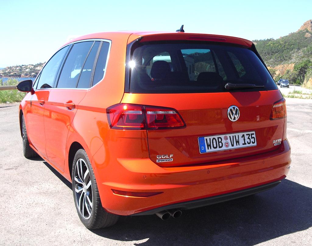 VW Golf Sportsvan: Blick auf die Heckpartie.