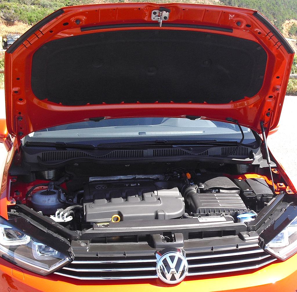 VW Golf Sportsvan: Blick unter die Haube, hier bei einem der beiden Diesel.
