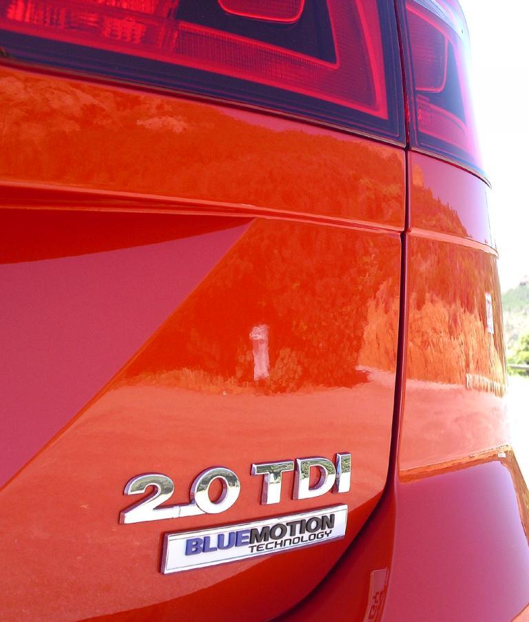 VW Golf Sportsvan: Moderne Leuchteinheit hinten mit Antriebsschriftzug.