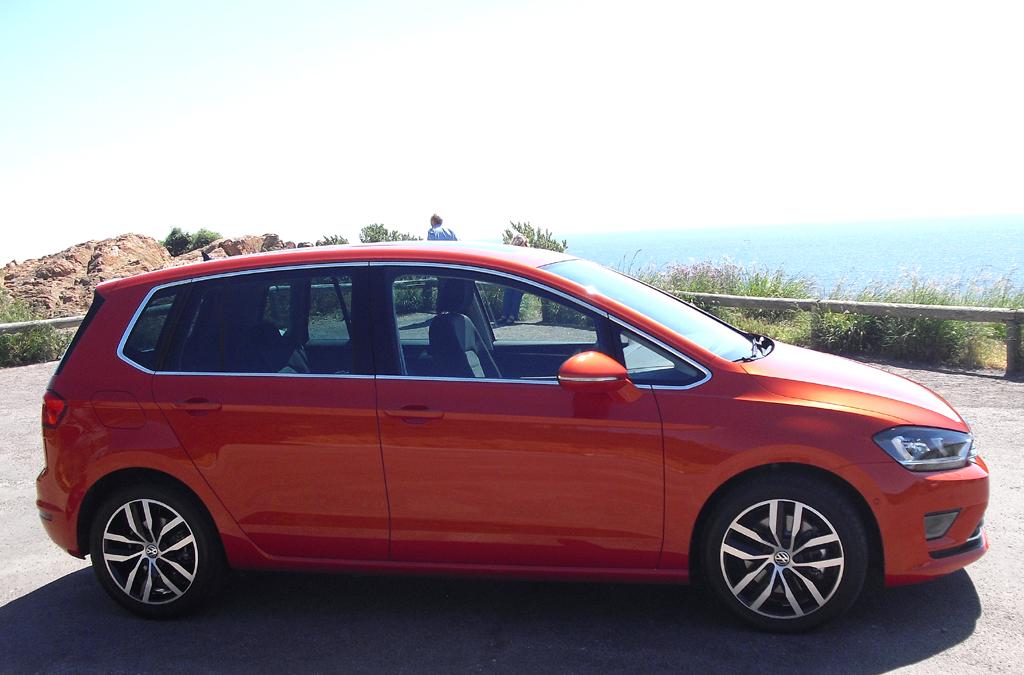 VW Golf Sportsvan: So sieht der Kompaktvan von der Seite aus.