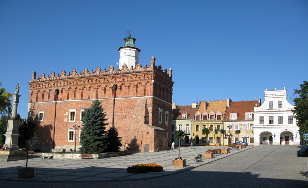 Wie Rom auf sieben Hügel erbaut: Sandomierz, Marktplatz und Rathaus.