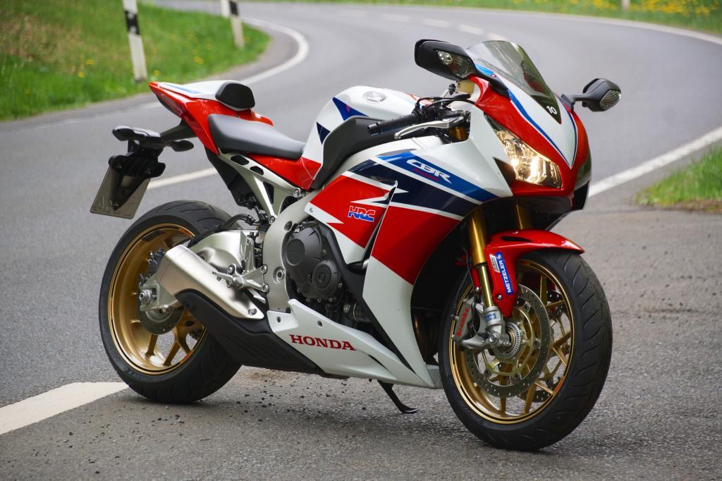 3.100 Euro Aufpreis kostet Hondas Supersportler Fireblade SP