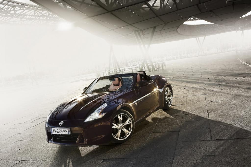 Als sogenannter Roadster, also mit elektrischem Stoffverdeck, kostet der von einem 3,7-Liter-V6-Motor mit 328 PS angetriebene Zweisitzer laut Preisliste 38.900 Euro.