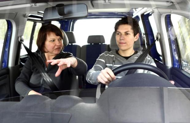 Autofahren ist für europäische Jugendliche oft zu teuer