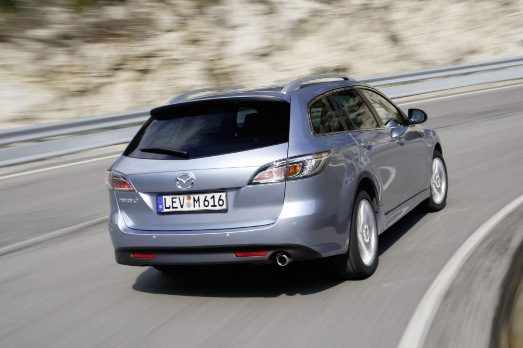 """Bereits die dem Einstiegs-Diesel und -Benziner vorbehaltene Basisausstattung """"Comfort"""" war mit CD-Radio, Klimaanlage und 16-Zoll-Leichtmetallrädern ordentlich"""