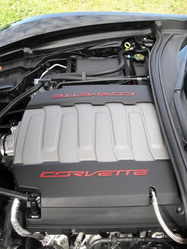Blick auf den 343/466 kW/PS starken Corvette-Achtzylinder.