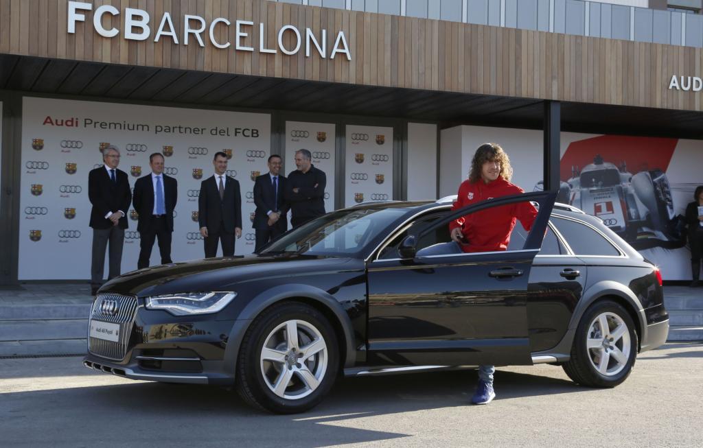 Charles Puyol vom FC Barcelona mit Audi-Dienstfahrzeug