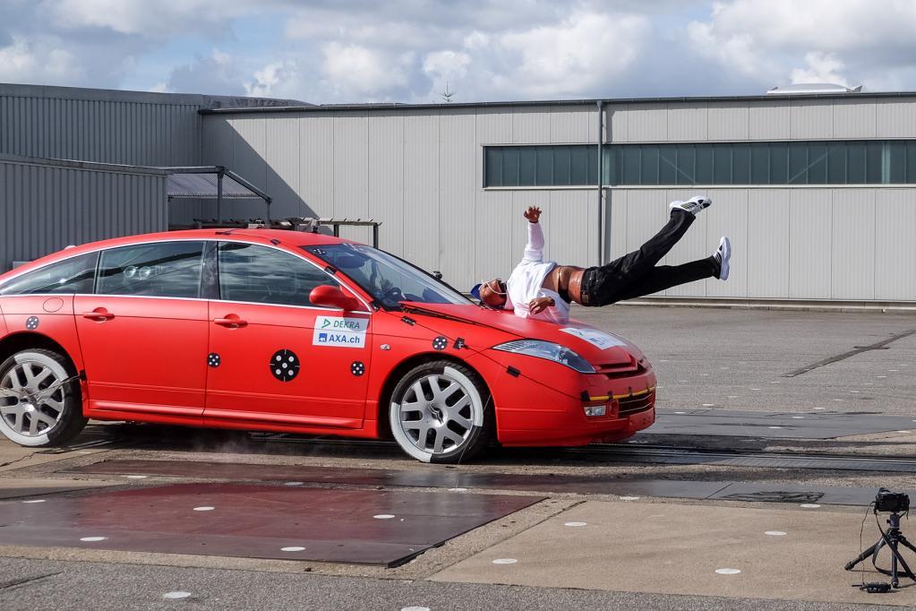 Crash-Test: Überstunden für die Schutzengel - Bild: Dekra