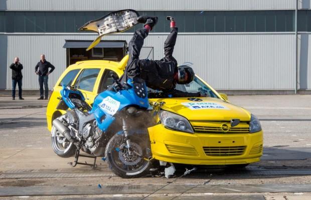Crash-Test: Überstunden für die Schutzengel