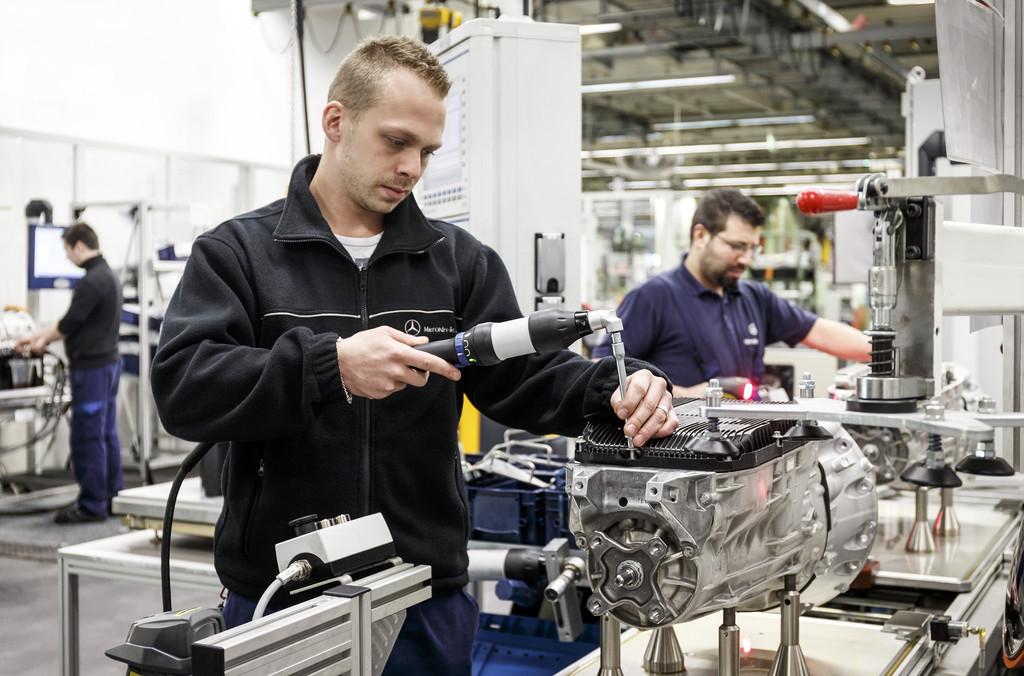 Daimler stellt 7600 Ferienarbeiter ein