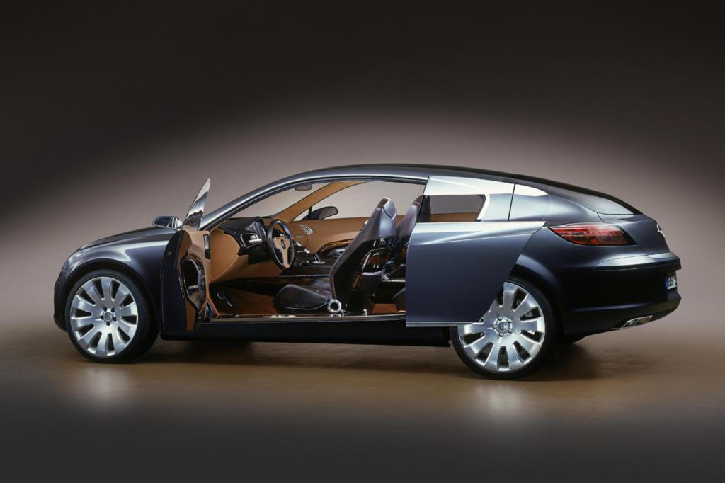 Das Insignia-Concept von 2003 brachte zudem eine deutliche technische Note ins Design der Rüsselsheimer