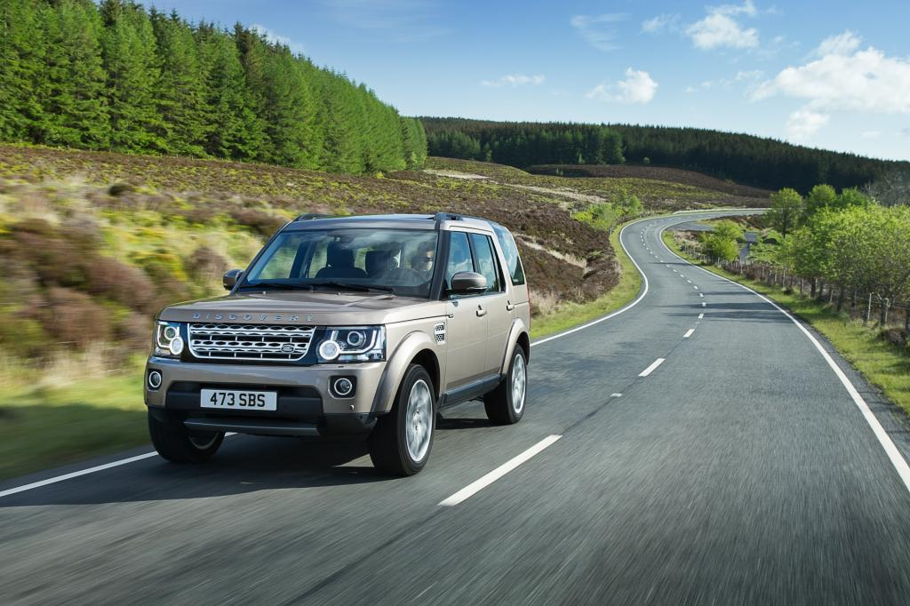 Der Discovery, der bei der britischen Traditionsmarke die Lücke zwischen dem rustikalen Defender und dem luxuriösen Range Rover schließt, kann künftig auf Wunsch auch mit mehr Luxus ausgestattet werden