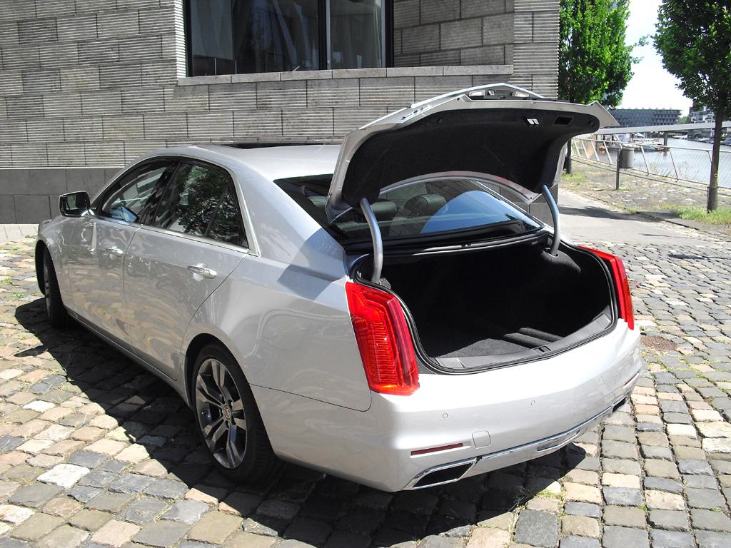 Der Kofferraum der größeren CTS-Limousine fasst 470 Liter.