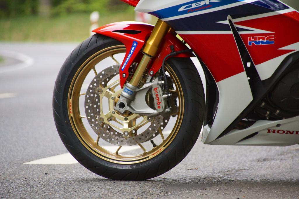 Die Brembo-Stopper harmonieren hervorragend mit Hondas _Combined ABS