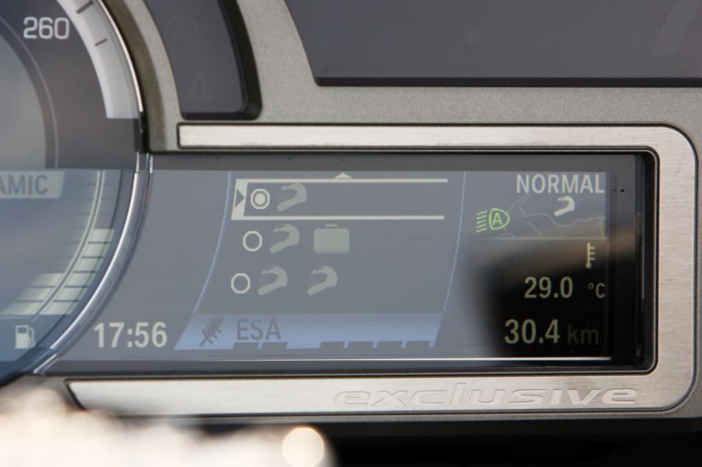 Die Info-Fülle im Cockpit, speziell im Bordcomputer, verlangt eine gereifte Persönlichkeit am Lenker