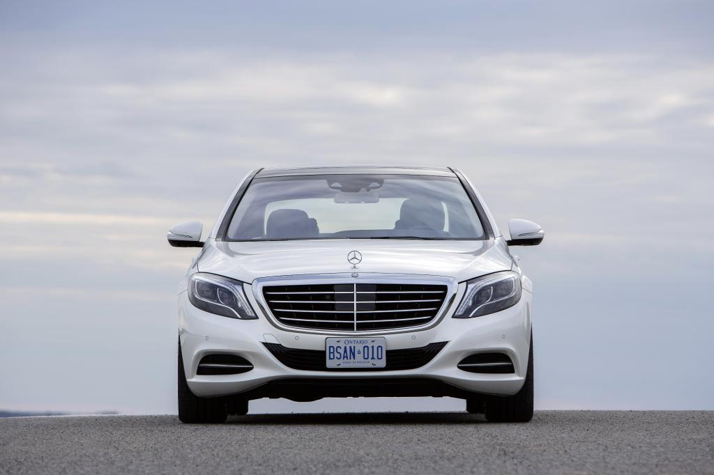 Die S-Klasse hat ein Problem. Sie muss ständig beweisen, dass sie das beste Auto der Welt ist.
