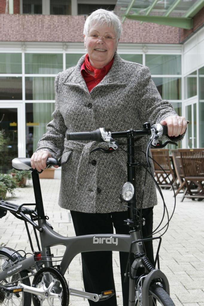 Die Zeiten der auf Anhieb als Senioren-Rad erkennbaren Zweiräder mit tiefen Durchstieg und einem Layout, das irgendwie an einen Rollator erinnerte, sind längst vorbei.
