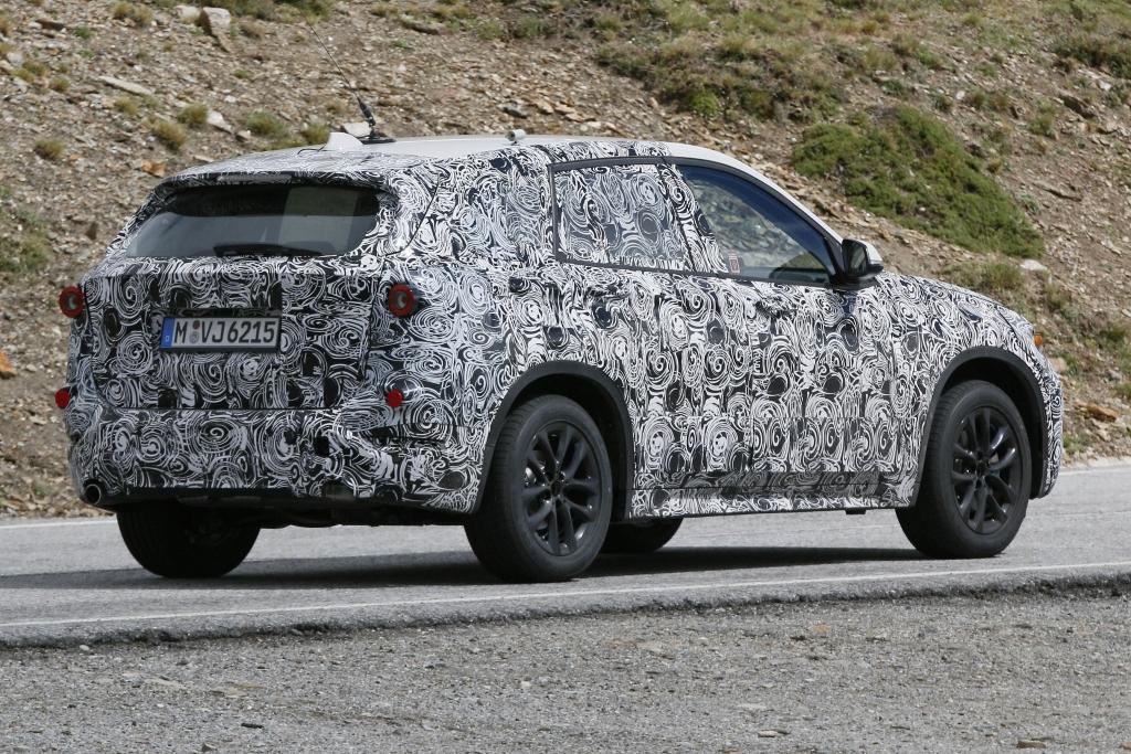 Erwischt: Erlkönig Audi Q3 Facelift trifft Erlkönig BMW X1