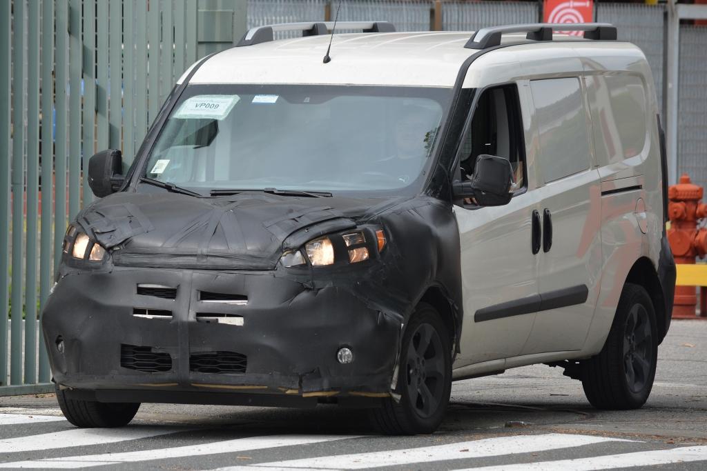 Erwischt: Erlkönig Fiat Doblo Facelift (2015)