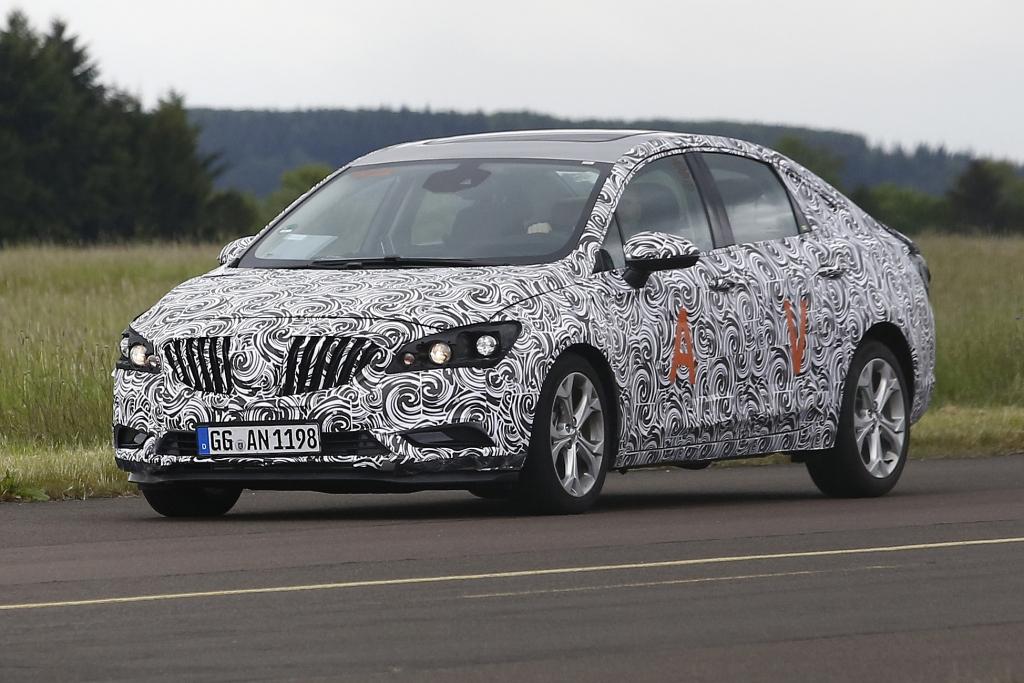 Erwischt: Erlkönig Opel Astra Limousine