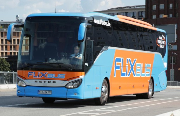 Fernbusse halten künftig an Bahnhöfen