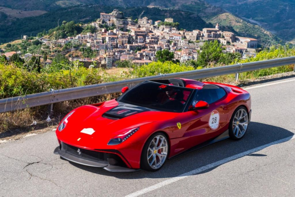 Ferrari F12 TRS - Supersportler mit doppeltem Einblick