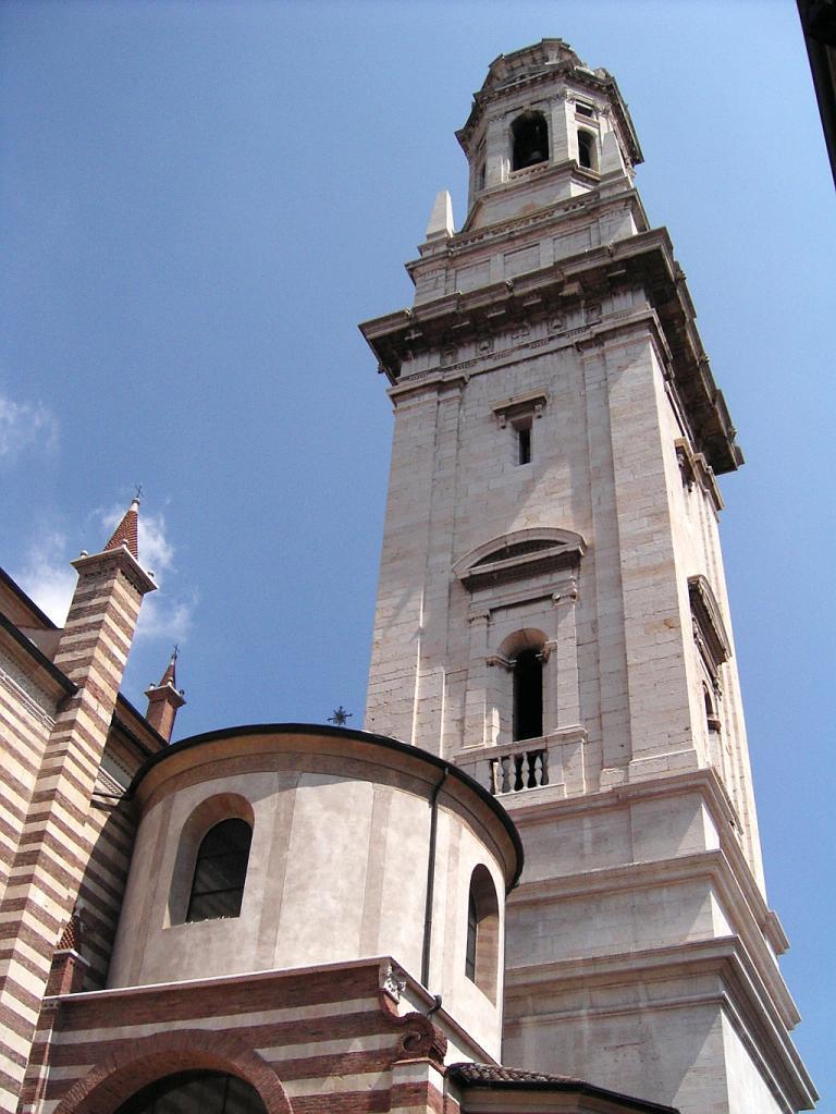 Gebäude an einer Piazza in Verona.