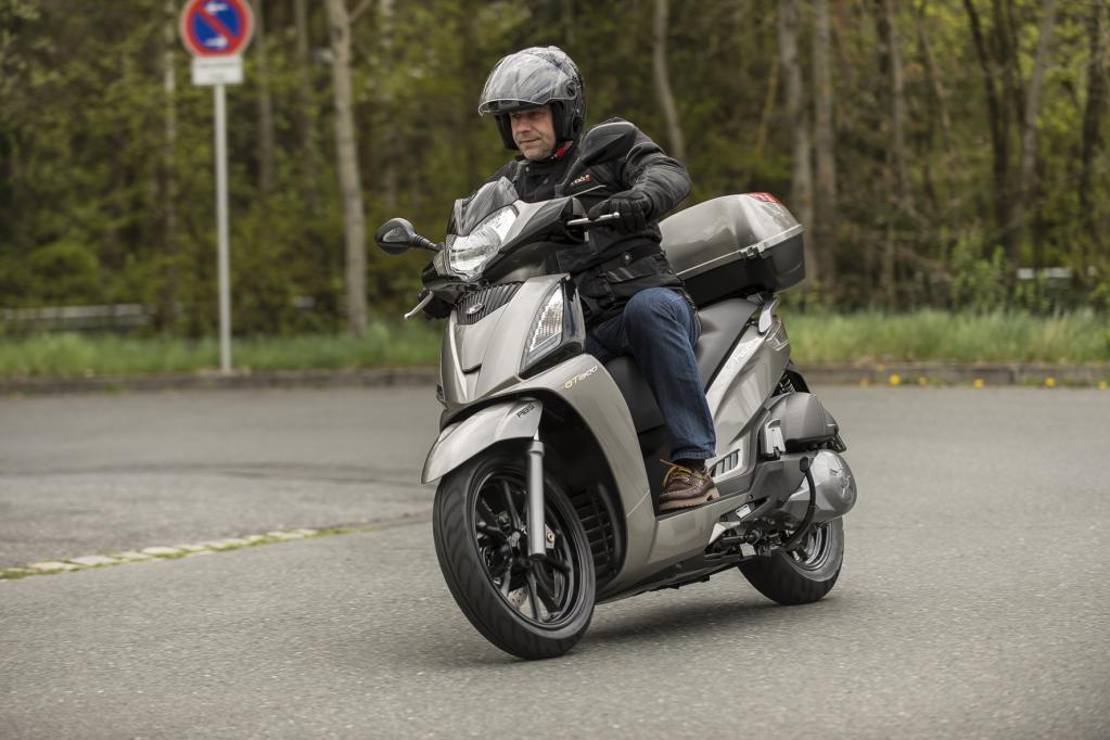 Großrad-Roller jetzt mit ABS auf dem Markt