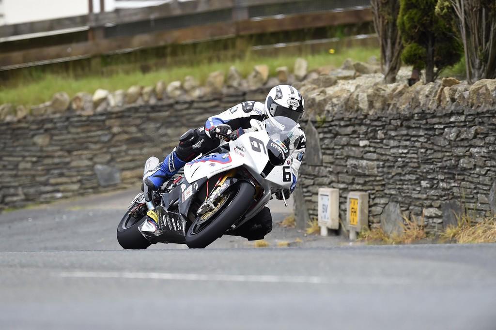 Historisches Triple für BMW auf der Isle of Man