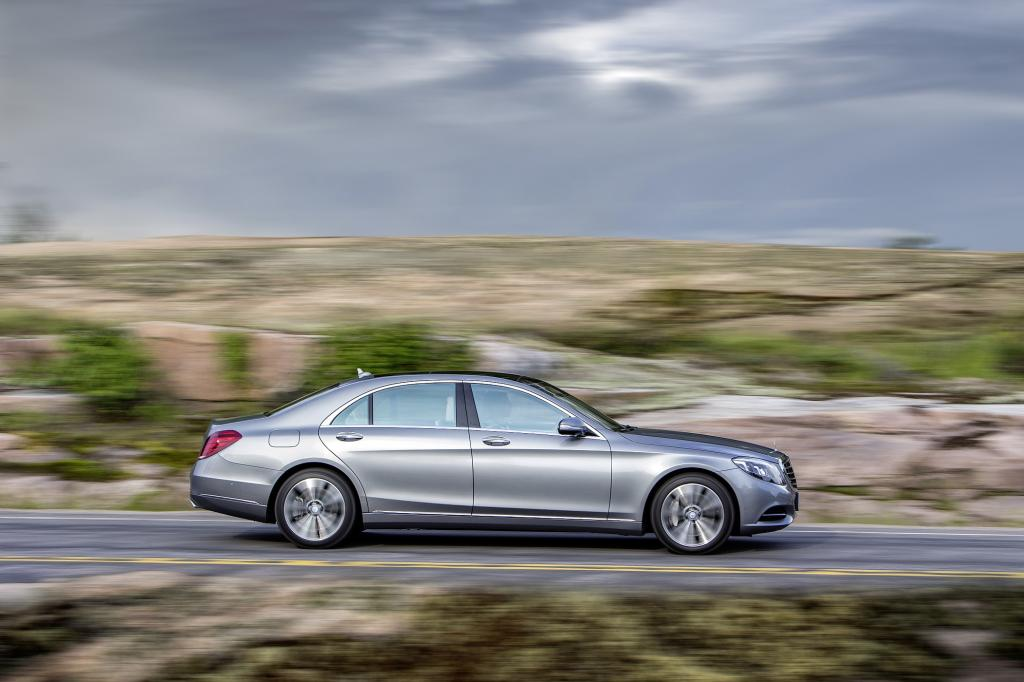 In jeder neuen Generation tritt das Spitzenmodell der Marke Mercedes mit dem Anspruch an, nichts weniger als das beste Auto der Welt zu sein.
