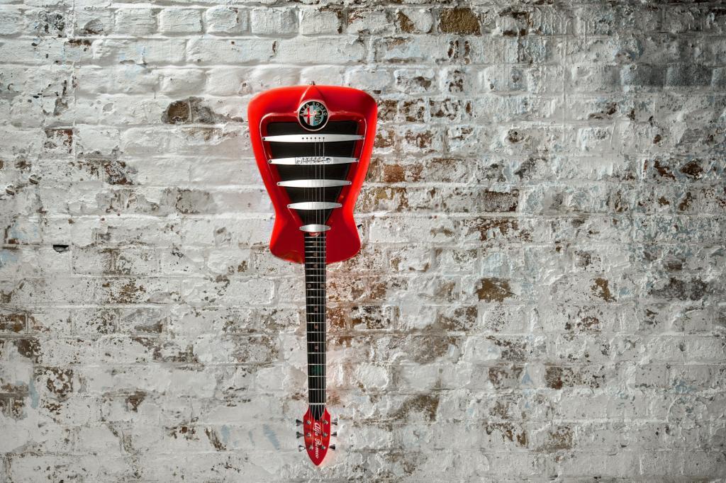 Lediglich elf dieser Gitarren werden in der Firma in englischen West Yorkshire handgefertigt.