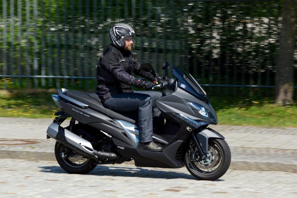 Leicht aber stark, auf diese Kombination setzt Rollerhersteller Kymco beim Xciting 400i ABS.
