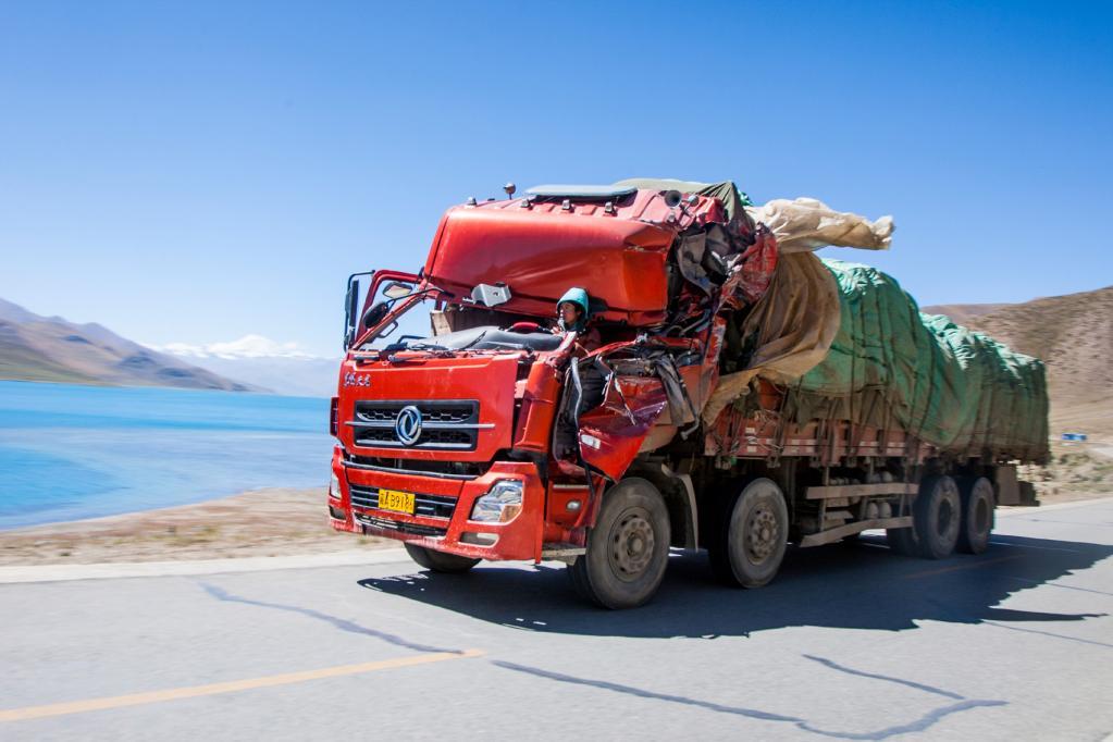 Lkw-Wahnsinn: Mit Schrottkarren durch Nepal