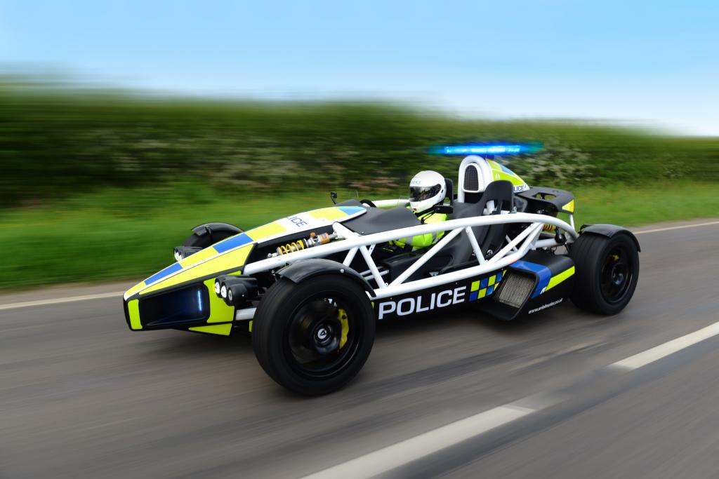 Mit Helm und Rennanzug auf Verbrecherjagd zu gehen ist für die Constables aber nicht vorgesehen.