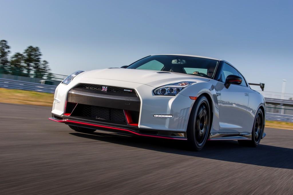 Nissan GT-R Nismo verbindet echte mit virtueller Fahrt