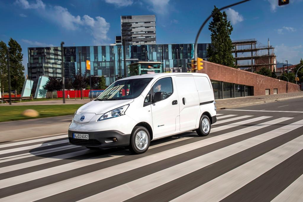 Nissans elektrischer Stadttransporter e-NV 200 ist erstmals im Juli ab 30.440 Euro lieferbar.