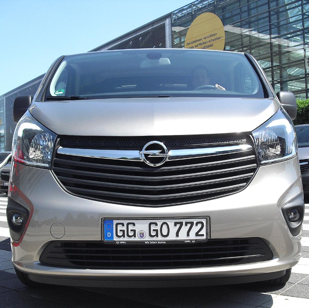 Opel Vivaro: Blick auf die Frontpartie des Kastenwagens.