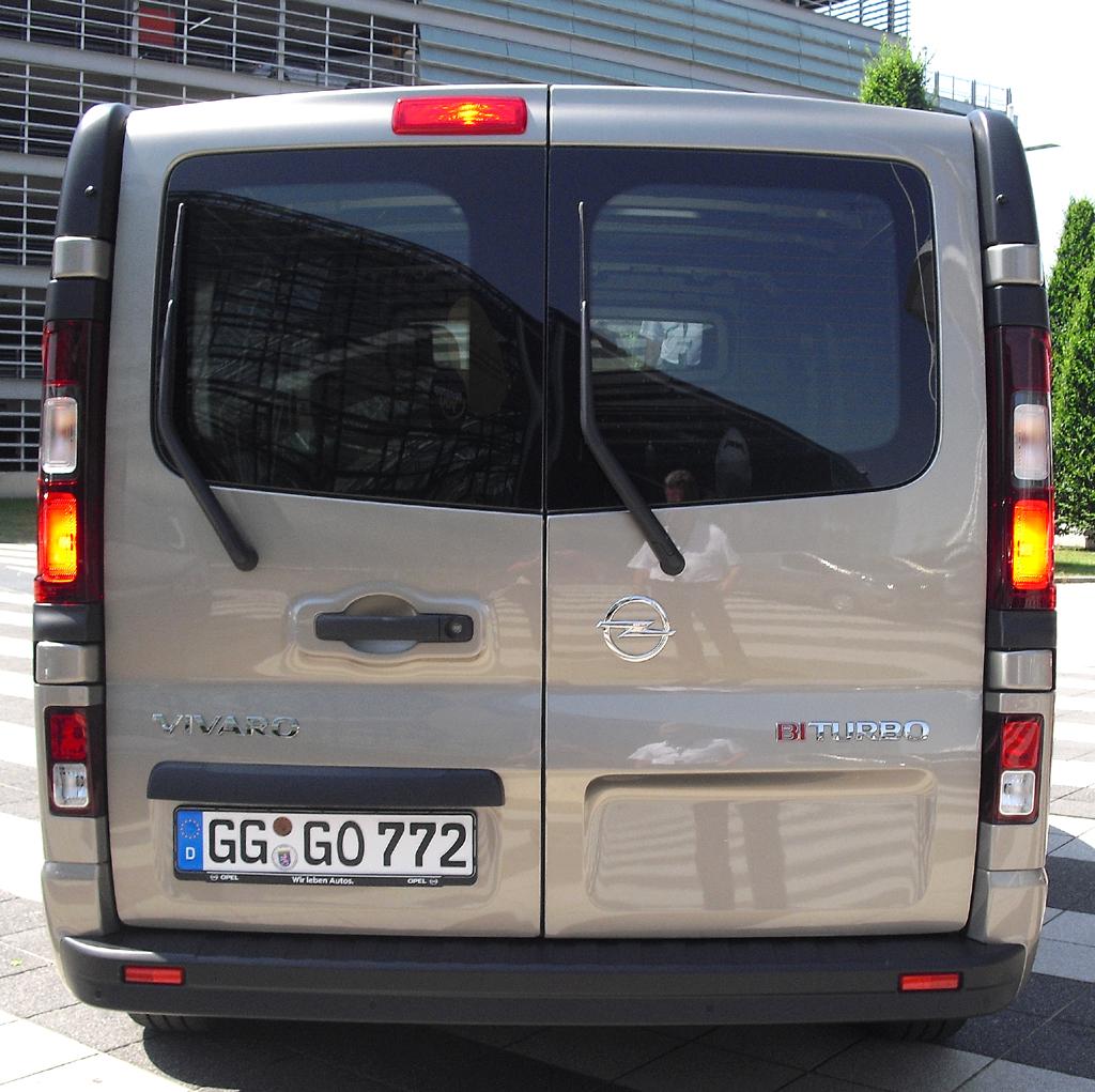 Opel Vivaro: Blick auf die Heckpartie.