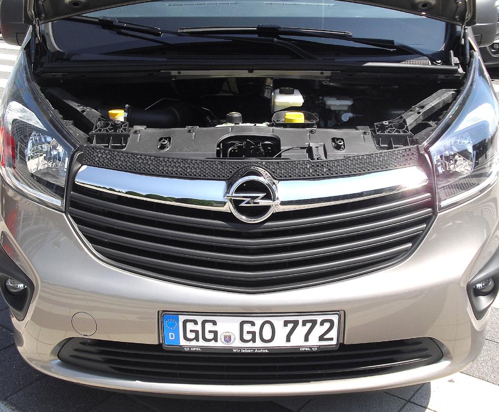 Opel Vivaro: Blick unter die Haube, hier bei einem der neuen Biturbodiesel.