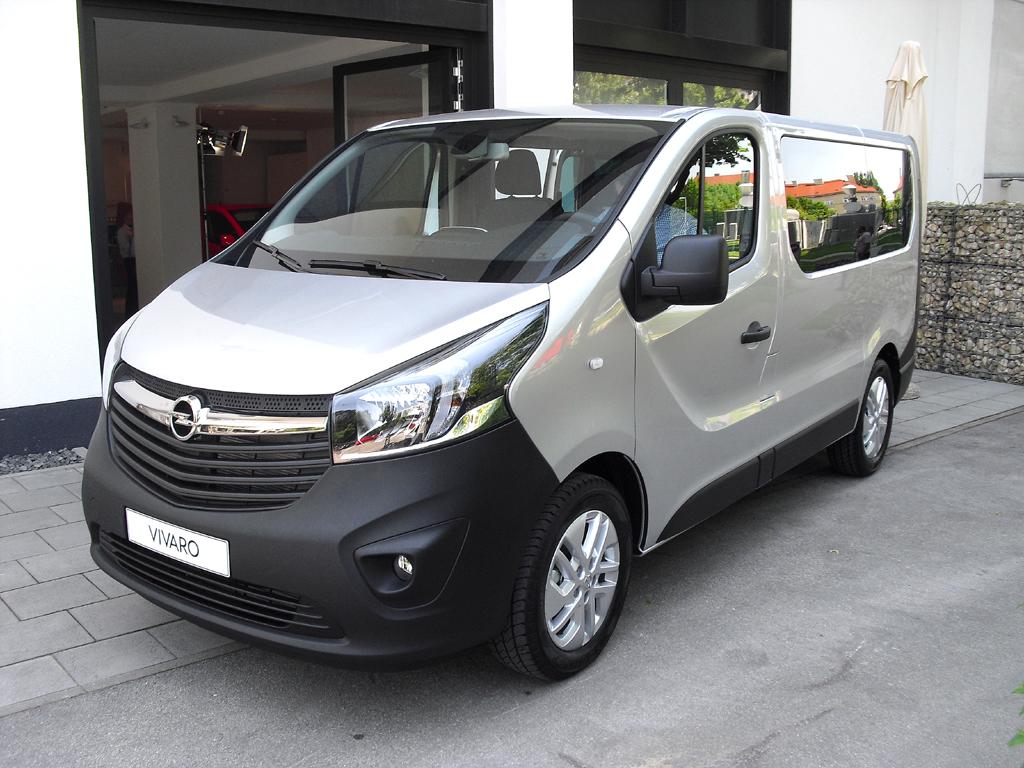 Opel Vivaro: Die Kombivariante ist für neun Personen ausgelegt.