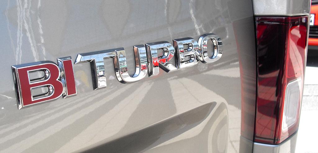 Opel Vivaro: Motorisierungsschriftzug am Heck.