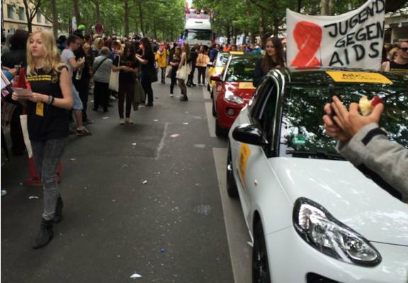 Opel fährt den Adam bei den Christopher Street Days auf