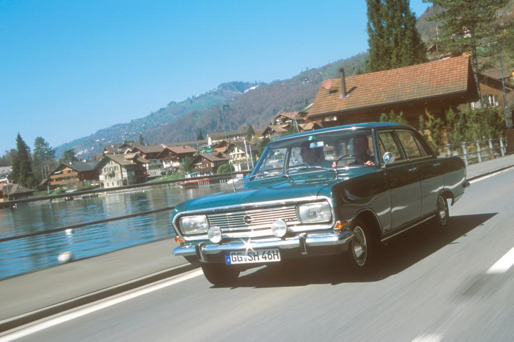 Panorama: Unterwegs im Opel Rekord von Sepp Herberger - Weltmeister der Bescheidenheit