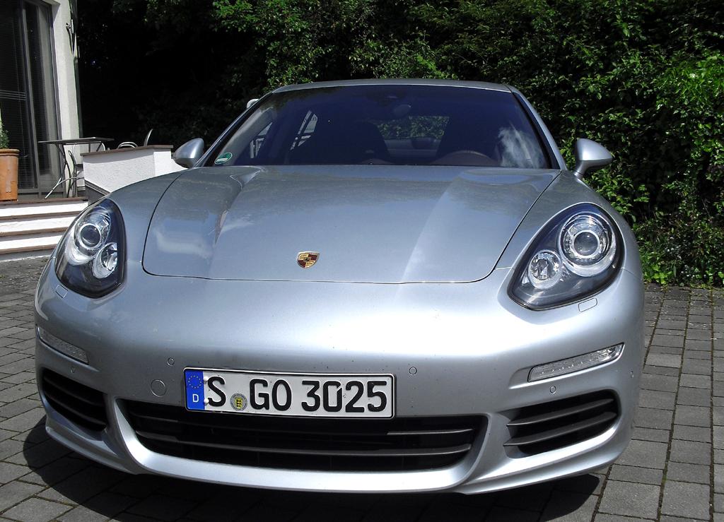 Porsche Panamera: Blick auf die Frontpartie.