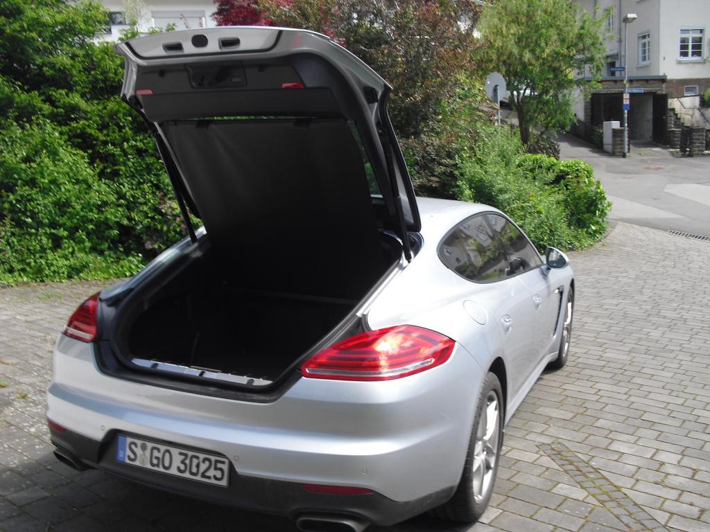Porsche Panamera: Das Gepäckabteil fasst 445 bis 1263 Liter.